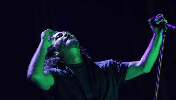 Eddie Vedder, vocalista do Pearl Jam, encerrou com chave de ouro o último dia do Lollapalooza Brasil (2)