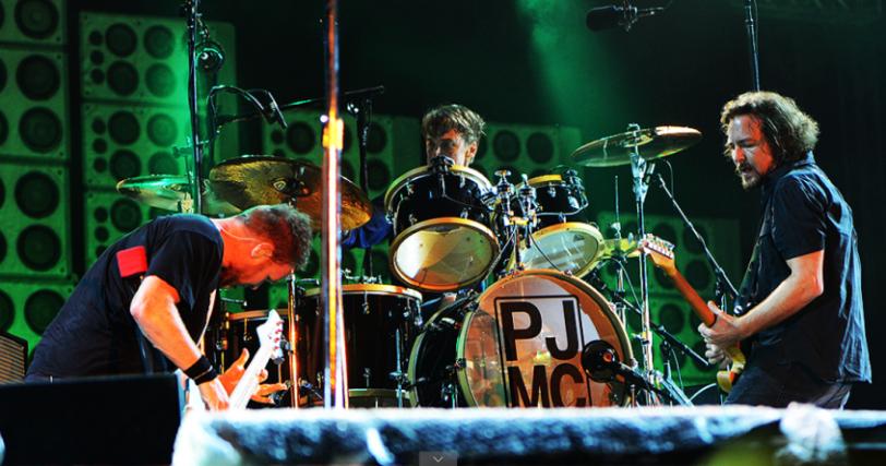 Eddie Vedder, vocalista do Pearl Jam, encerrou com chave de ouro o último dia do Lollapalooza Brasil (3)