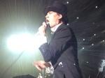 O show do The Hives foi marcado pela característica fantasia dos membros da banda, que estava super animada. O vocalista Pelle Almqvist subiu em cima da bateria e pulou no meio do público